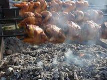 Hühnerdrehbeschleunigungsgrill stock video footage
