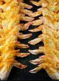 Hühnerflügel auf der Wanne Stockbilder