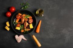 Hühnerflügel gekocht auf der Grillwanne Lizenzfreies Stockfoto