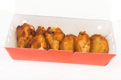 Hühnerflügel-Grillisolat Stockfotos