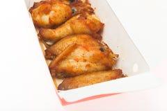Hühnerflügel-Grillisolat Stockbilder
