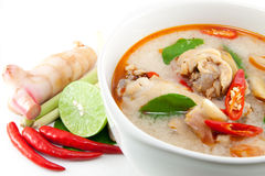 Hühnerflügel Tom yum Stockfotos
