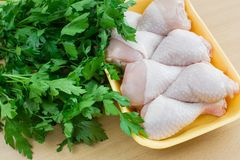 Hühnerfleisch mit Petersilie Lizenzfreie Stockbilder