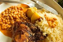 Hühnerfleisch und gebackene Bohnen Stockfotografie
