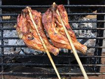 Hühnergrill auf Ofen lizenzfreie stockfotos