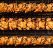 Hühnergrill im Ofen lizenzfreie stockfotos