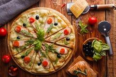 Hühnerpizza Stockfoto