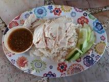 Hühnerreis ist- ein wohlschmeckender Teller von thailändischem und von Chinesen Es wird erwartet, dass diese Art der Nahrung vom  stockbilder