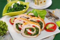 Hühnerroulade mit Spinat für Weihnachten Stockbild