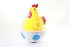 Hühnerspielzeug auf lokalisiertem Weiß stockfotografie