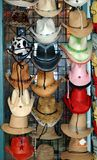 Hüte für Verkauf stockfotos
