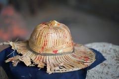 Hüte hergestellt von den Palmblättern lizenzfreie stockfotos
