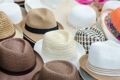 Hüte im Markt lizenzfreies stockbild