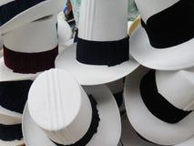 Hüte im Markt in Urubamba im heiligen Tal nahe Machu lizenzfreies stockbild