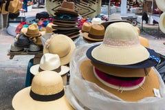Hüte am Markt von Otavalo lizenzfreies stockfoto
