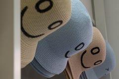 Hüte mit Lächeln, lächelnde Hüte, Sommer bald, hallo! lizenzfreies stockfoto