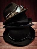 Hüte und Sonnenbrille lizenzfreie stockfotos