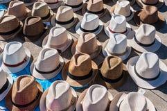 Hüte werden in Vigo, Galizien, Spanien verkauft lizenzfreie stockfotografie