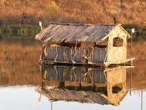 Hütte auf dem Wasser Stockfotografie