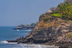 Hütte auf einem Hügel am Strand in El Salvador Lizenzfreie Stockfotos