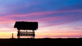 Hütte bei Sonnenaufgang auf dem Strand Lizenzfreie Stockbilder