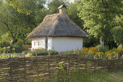 Hütte in der ukrainischen Art stockbilder