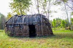 Hütte des amerikanischen Ureinwohners stockbild