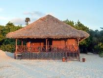 Hütte des einsamen Strandes, Abend, Varadaero, Kuba lizenzfreie stockfotos