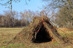 Hütte, Hütte von Niederlassungen Lizenzfreie Stockbilder