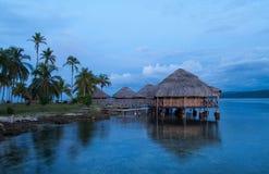 Hütten auf dem Wasser, Inseln San-Blas Lizenzfreie Stockfotos