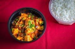 Hüttenkäse mit einer Schüssel gekochtem Reis Stockfotografie