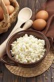 Hüttenkäse und Eier Stockfotos