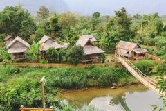 Hüttenlandschaft Vang Vieng und Fluss, Laos Stockfotografie