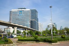 H的看法 M 修造诗丽吉Buildind,朱拉隆功医院的女王在一个晴天 曼谷泰国 库存图片