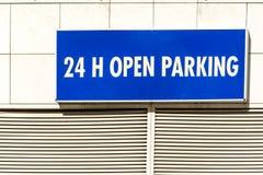 24h abren la muestra del estacionamiento Fotos de archivo libres de regalías