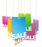 hängande försäljningsetiketter Arkivfoton
