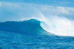 härlig blå havwave Arkivfoto