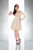 härlig gullig klänningkvinna Royaltyfria Bilder
