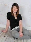 härligt posera för flicka som är tonårs- Royaltyfri Foto