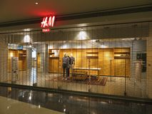 H&M Closing för goda på detta läge royaltyfria bilder