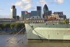 H M s贝尔法斯特战舰在泰晤士河,伦敦,英国 库存照片