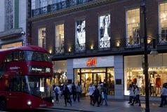 H&M-Shop in Oxford-Straße in London Stockbilder