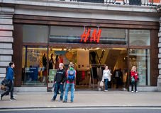 H&M Store i London, UK Royaltyfria Foton