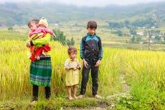 H ` mong 2016年10月16日的少数族裔孩子在Laocai,越南 免版税库存图片
