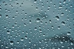 h2o书面的雨珠视窗 图库摄影