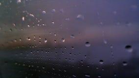 h2o παράθυρο σταγόνων βροχής γραπτό Στοκ φωτογραφίες με δικαίωμα ελεύθερης χρήσης