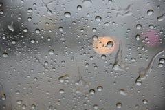 h2o παράθυρο σταγόνων βροχής γραπτό Στοκ εικόνα με δικαίωμα ελεύθερης χρήσης