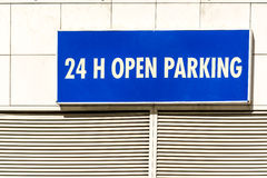 24h ouvrent le signe de stationnement Photos libres de droits