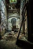 Hôpital abandonné négligé images stock