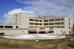 Hôpital et héliport Photos stock